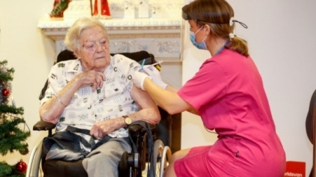 persoanele-dializate,-imobilizate-sau-nedeplasabile-vor-fi-vaccinate-anti-covid-in-etapa-a-doua