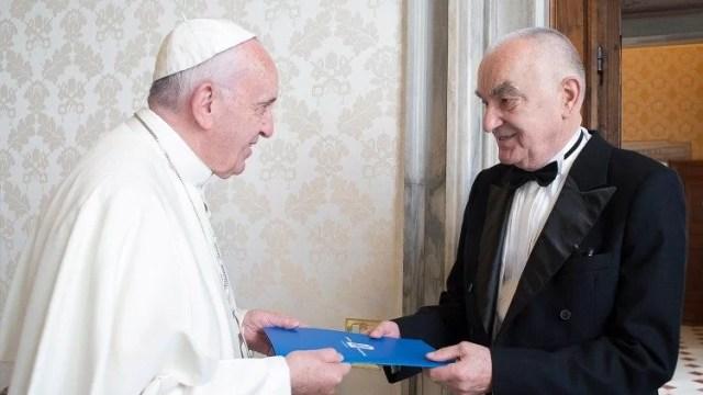 Profesor universitar clujean, primit în audiență de către Papa Francisc