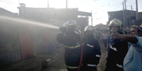 Incêndio em barracão de reciclagem no Pinheirinho