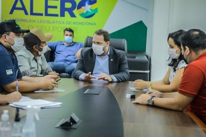 Presidente Alex Redano acolhe demandas de Nova Brasilândia do Oeste