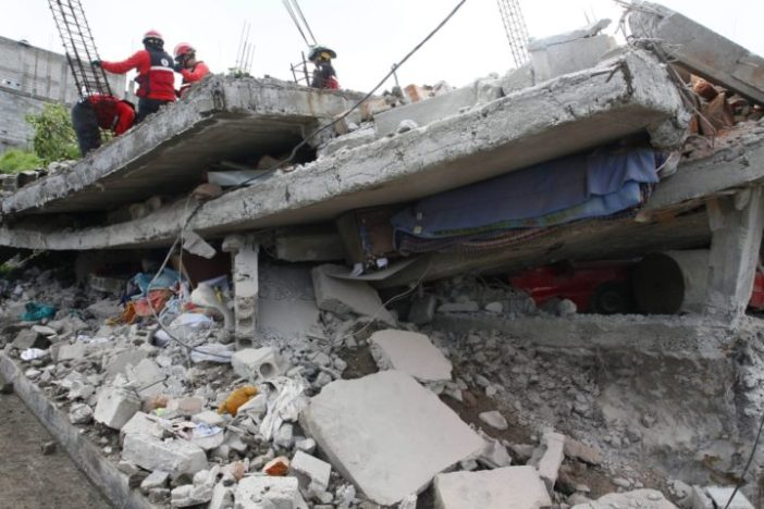 235 DEATHS AND 1557 INJURED BY EARTHQUAKE IN ECUADOR