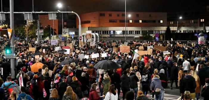 Siódmy dzień protestów, tysiące ludzi na ulicach