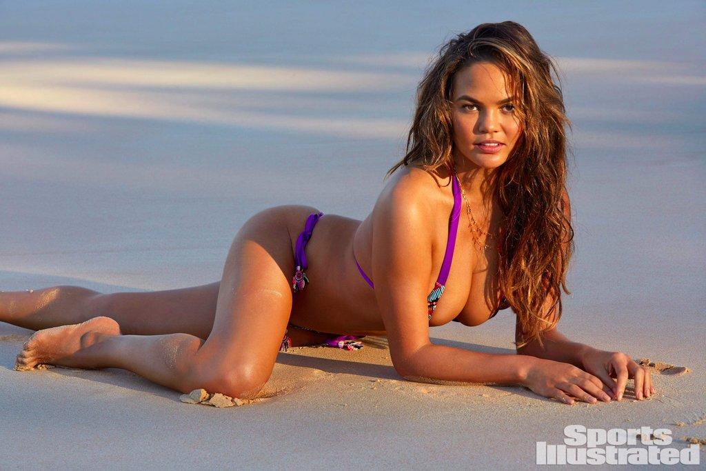 Chrissy-Teigen-Bikini-Sports-Illustrated-Swimsuit-Issue-2017