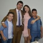 Aleandro com os filhos Tallys André (à esquerda), Maria Vitória e Arthur Felipe
