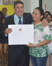 Túlio recebendo de Marinalva (cartório eleitoral)