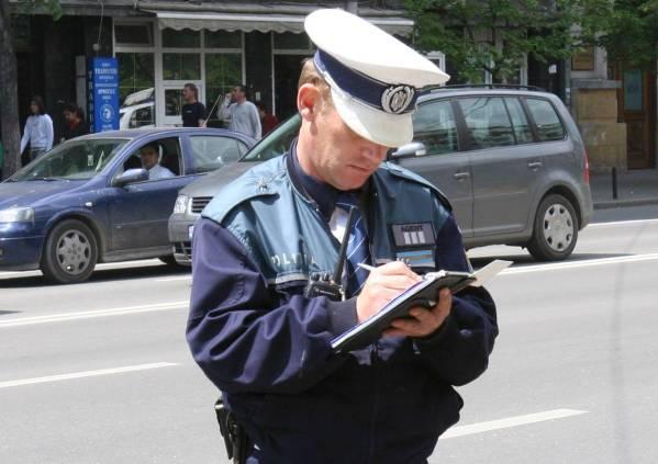 Câte amenzi rutiere dau poliţiştii prahoveni într-o zi