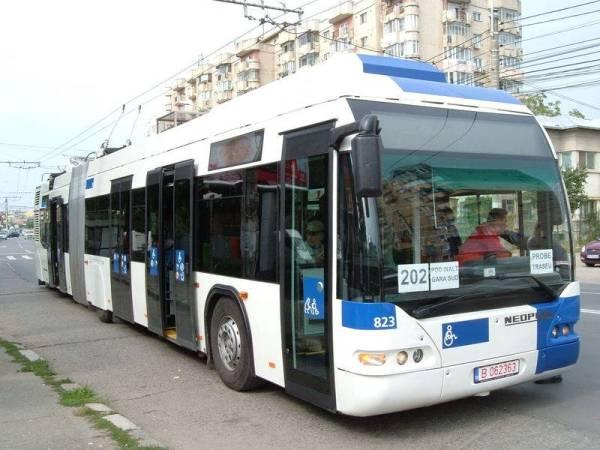 Mâine, pentru două ore, troleibuzele 44 şi 202 – înlocuite cu autobuze. Află care sunt traseele modificate