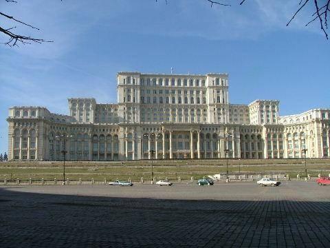 Deputaţii Săniuţă, Anastase şi Ionescu prezenţi 100% la Parlament. Senatorii Savu şi Bădescu cei mai chiulangii