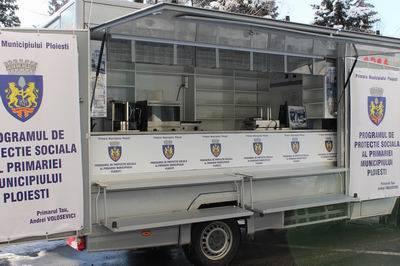 PLOIEŞTI/Programul de protecţie socială al primăriei: un polonic de ceai la pahar de plastic