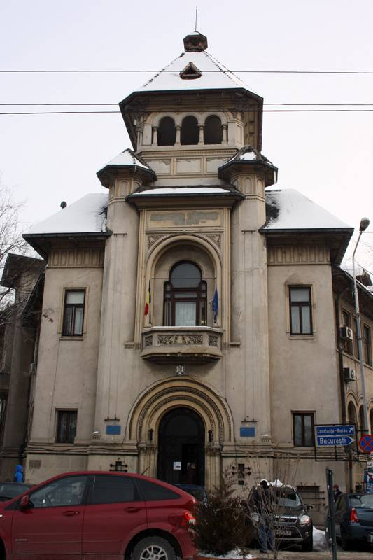 Chiar dacă Palatul de Justiţie nu este terminat/ În 2012, Tribunalul şi Judecătoria sunt obligate să-şi găsească alt sediu