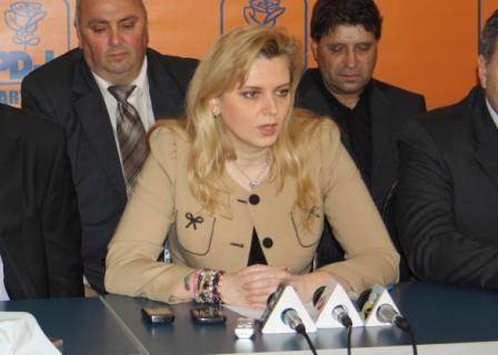"""Roberta Anastase: """"Domnul Cosma să se oprească să mai blocheze proiectele de dezvoltare ale Ploieștiului"""""""