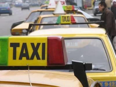 Atenţie în ce taxiuri vă urcaţi. Un taximetrist ploieştean – prins băut la volanul unui jaf de taxi, la 11 dimineaţa