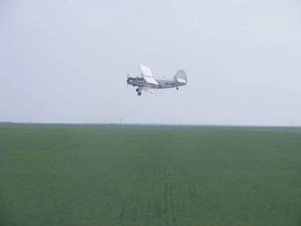 Un avion a aterizat de urgenţă într-o comună prahoveană