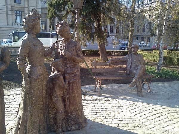Vrei să-ţi faci o poză cu Caragiale? Mergi în centrul oraşului GALERIE FOTO