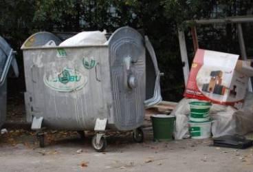 PLOIEŞTI/Gata cu ghenele insalubre. Primăria construieşte platforme de gunoi îngropate. Află unde