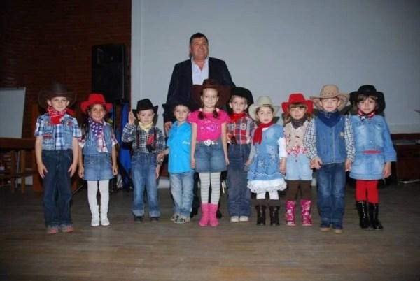 BUŞTENI / Primarul Emanoil Savin are grijă de copii