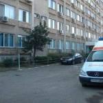 Tânăr de 21 de ani s-a aruncat de la etajul II al Spitalului Judeţean
