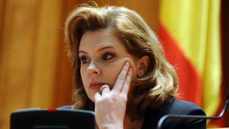 De ce a votat Roberta Anastase împotriva Adrianei Săftoiu
