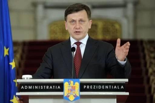 Crin Antonescu şi Mircea Cosma invitaţi, duminică,  la Vălenii de Munte