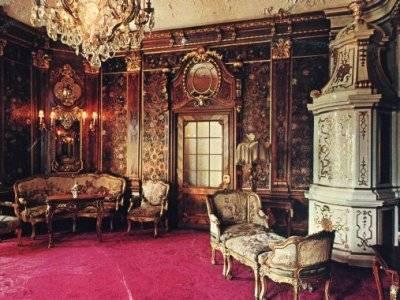 Expoziţie la Muzeul Naţional Peleş din Sinaia: case celebre ale reginei Maria