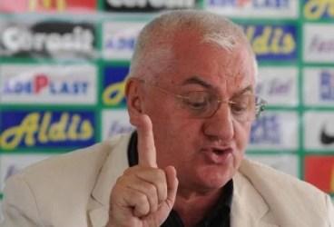 """Subalternii lui Dragomir fac """"pase"""" cu FRF. Șeful lor e însă ferm: cine vrea victorii la """"masa verde"""", direcția la la TAS!"""