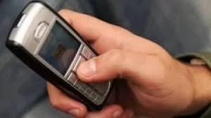 Dacă n-a găsit fier vechi, a fost bun şi un telefon mobil