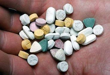 Prins când încerca să vândă 300 de pastile de ecstasy în Ploieşti