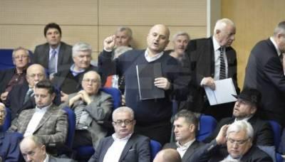 Andi_Crangu_delegatul_SC_FC_Petrolul_la_alegerile_pentru_presedinte_FRF_5.III.2014_gsp.ro