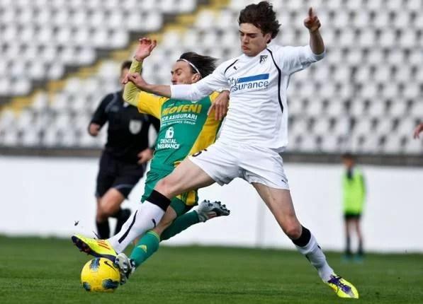 SC FC Petrolul a semnat cu un fotbalist care a debutat la 15 ani și 10 zile în Liga I!