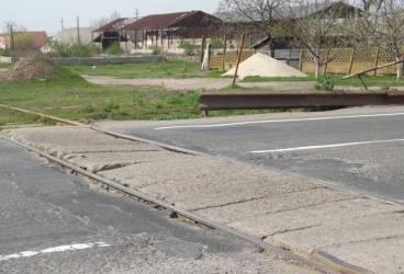 Se repară trecerea la nivel cu calea ferată din Blejoi