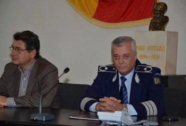 Festivitate pentru poliţiştii care s-au pensionat