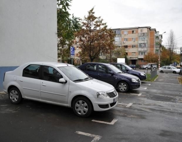 Parcarea interzisă în zona Republicii