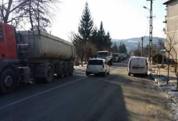 Sarea produce salarii babane ştabilor din Bucureşti şi aglomeraţie slănicenilor