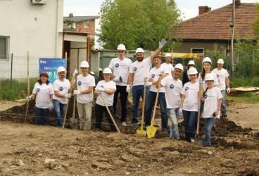 100 de angajați ai P&G vor munci pe șantierul Habitat for Humanity din Ploieşti