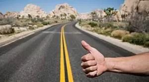 A intrat în vigoare legea care interzice autostopul. Ce riscă şoferii