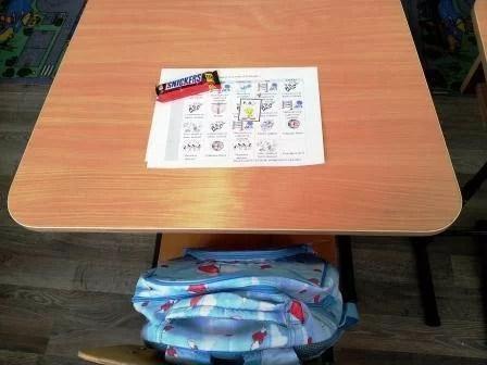 Ghiozdane pline cu rechizite pentru elevii de clasa I