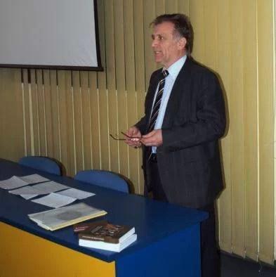 """Proiectul  """"Seniorii Petrolului Românesc, materie de curs"""", implementat cu succes de profesorul UPG, Liviu Dumitraşcu"""