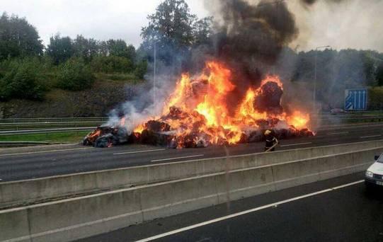 O maşină a luat foc pe DN1A, la Boldeşti