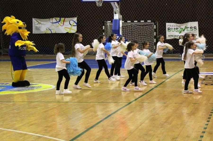 Pași în plus pe drumul… Asesoftului! CSM Ploiești aduce și mini-majorete la sala Olimpia