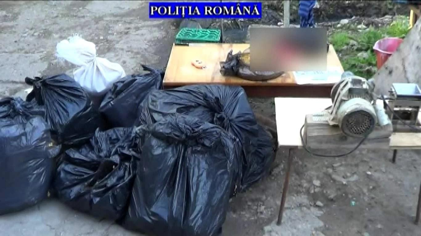 Fabrică ilegală de ţigări descoperită în Ploieşti