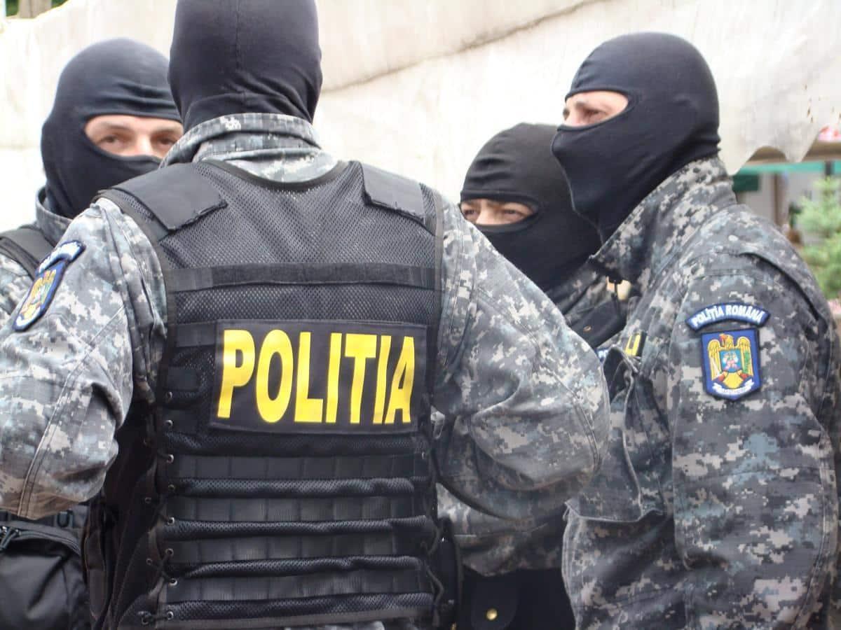 PLOIEȘTEANCĂ REȚINUTĂ DE POLIȚIȘTI PENTRU SĂVÂRȘIREA INFRACȚIUNII DE FURT CALIFICAT
