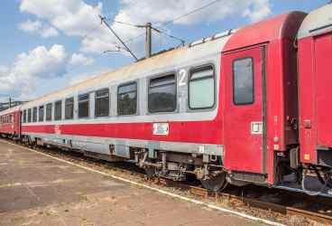 Băiat de 15 ani electrocutat pe vagonul unui tren, la Albeşti