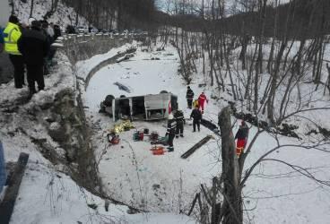 Imagini de la accidentul produs pe DN1A, la Suzana