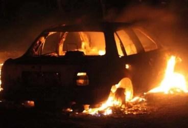 O maşină a luat foc la Măneciu