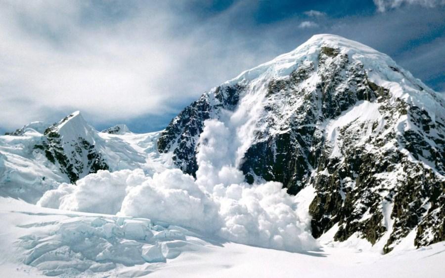 Risc de avalanşă în munţii Bucegi, Baiului şi Ciucaş. Avertismentul salvamontiştilor