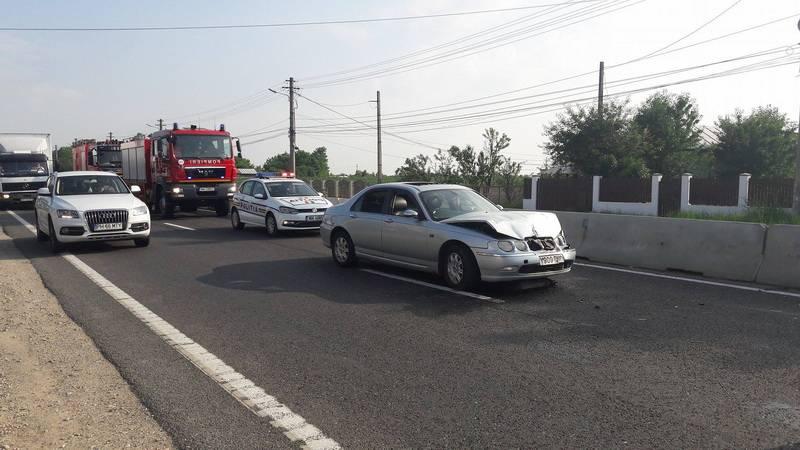 Trei maşini implicate într-un accident pe DN1B, la Valea Călugărească