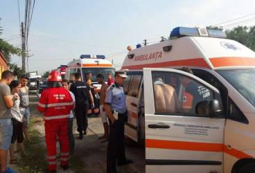 Şofer luat cu elicopterul SMURD după ce a intrat cu maşina în stâlp pe DN1, la Româneşti