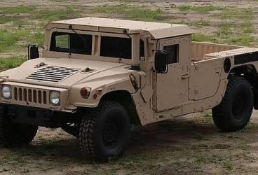 Expoziţie de vehicule militare americane în centrul Ploieştiului