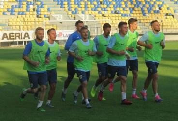 FC Petrolul a plecat la Brașov cu 26 de fotbaliști îmbarcați în noul autocar. Trei vor fi împrumutați, iar la unul s-a renunțat. A picat amicalul de la Târgu Mureș