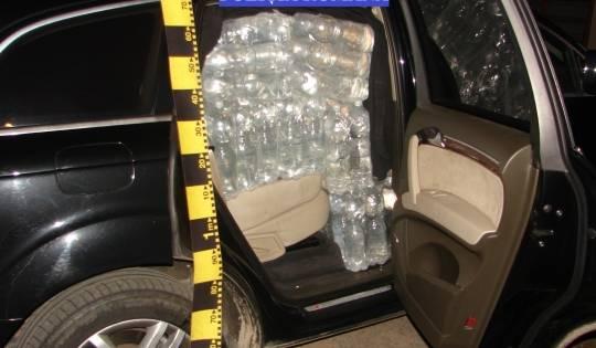 Şoferiţă prinsă cu maşina burduşită de sticle cu alcool